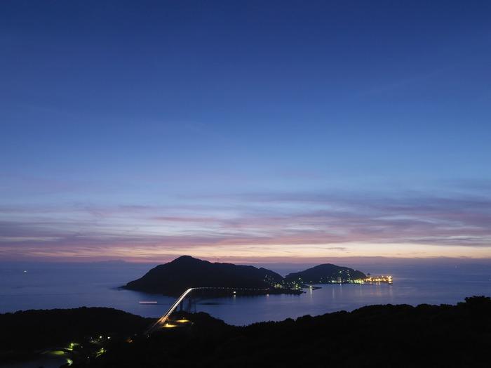 長崎市街地から約30分で到着できる島「伊王島」。至れり尽くせりのリゾート施設と、世界屈指の新アトラクション、そして透明度の高い海での海水浴など、これまでになく、特別な滞在ができること間違いなし。 海外旅行で思い切りリフレッシュしたいけど、ちょっと難しい・・・という方は、この離島にある「i+Land nagasaki(アイランド ナガサキ)」で、一泊二日、非日常感たっぷりの休暇を過ごしてみてはいかがでしょう。