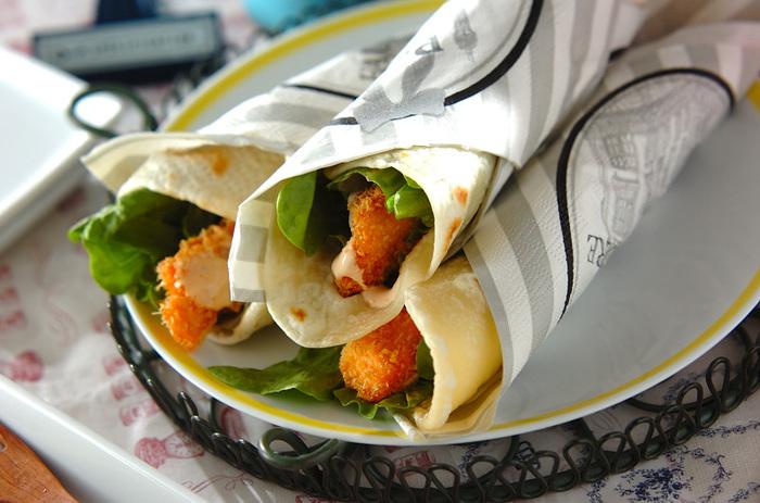 揚げたてあつあつを楽しむのもおすすめのサーモンフライのブリトー。もちろん、お弁当としてピクニックなどに持参するのも盛り上がりそうですね。ブリトーには、お肉も魚も合います。