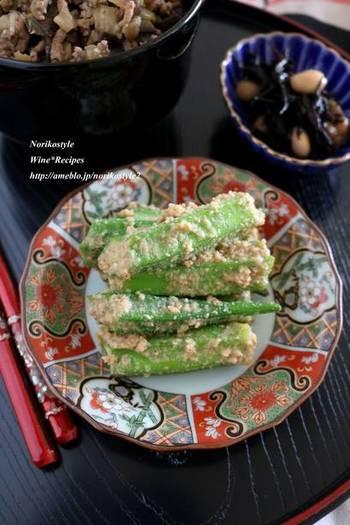 さまざまな野菜に合うごま和えは、夏ならオクラがおすすめ。味噌を加えることで野菜に絡みやすく、ちょっと濃いめの味つけになりますよ。