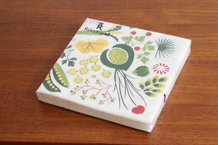 シンプルなボックスにデコパージュしたら素敵かも。主張しすぎないデザインなので、インテリアにも馴染んでくれそうです。
