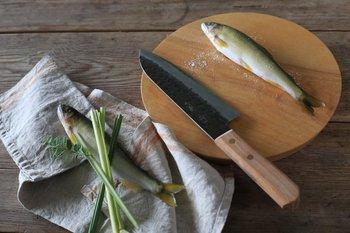 農具をはじめ、日本刀などの武具が作られてきた長い歴史がある打ち刃物の包丁。その切れ味は、抜き刃物の包丁とは比べ物にならないほど。