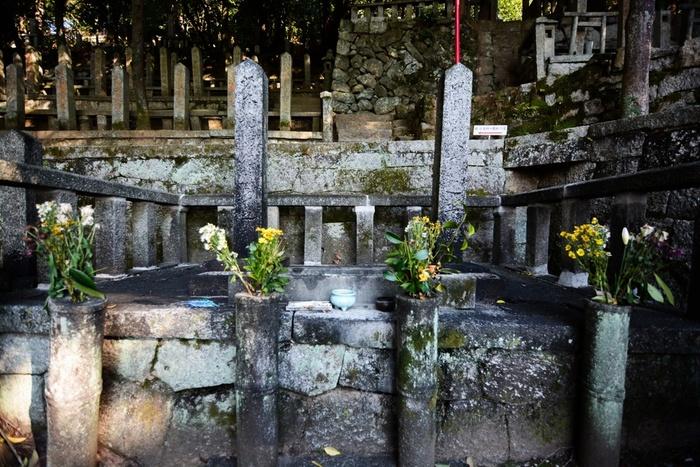霊山歴史館のすぐそばにある「京都霊山護国神社」には、新選組と同じ時代を生きた坂本龍馬や高杉晋作などのお墓もあります。時間に余裕がある方は、ここにも足を運んでみてくださいね。