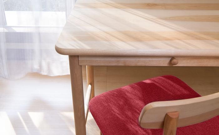丈夫であることは勿論、安心、安全にこだわった木製品達は、その全てが国産の無垢材から作られ、ひとつひとつ、丁寧に大切に…使い手が、何年も何十年も愛着を持ってくれるように…そんな思いが込められています。