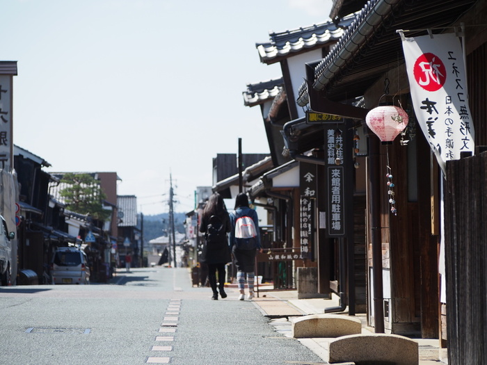 「うだつの上がる町並み」は、美濃市の江戸時代から明治にかけて作られた商人の町です。歴史を感じるノスタルジックな町並みは、心を癒してくれますね。平成11年に国の重要伝統的建造物群保存地区にも選ばれました。