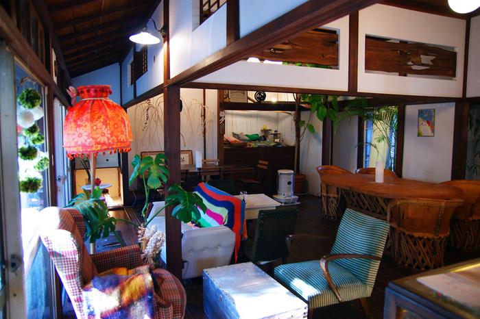 古民家を改装したカフェは、親戚のお家にお邪魔したようなどこか懐かしい感覚にとらわれてしまう居心地の良さです。