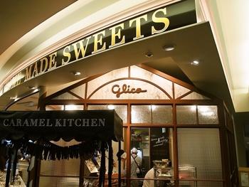 2014年8月にオープンした江崎グリコ初となるキャラメル専門店。北海道産の牛乳やバターを使用し、お店内のキッチンで手作りし、丁寧に炊き上げ、製法にまでこだわった、新千歳空港内でしか味わえないキャラメルです。