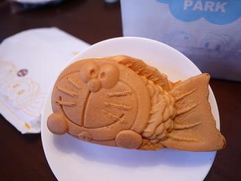 ここでしか買えないドラえもんのどら焼き(北海道小豆使用)などもあり、カフェで食べてもお持ち帰りしてもかわいいスイーツです。