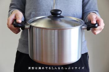 麺といったら、まずはやっぱり茹でる工程。「柳宗理」の両手鍋は、おうちにひとつあるだけで、茹でる、煮る、揚げる…など、日々のお料理作りをサポートしてくれる、とっても重宝するアイテムです。 これからの季節だと、素麺、蕎麦、うどんなどを茹でる時に最適。麺の種類を選ばず、使えるのが嬉しいですね!