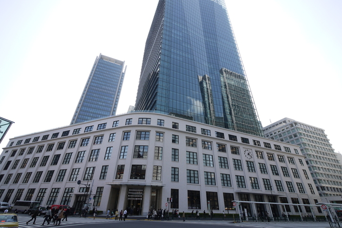 場所は変わって、にぎやかな東京駅のそば、丸の内エリアへ。旧東京中央郵便局の歴史ある建物の一部を保存・再生し建築された、大型な商業施設「KITTE(キッテ)」のなかに、東京大学が手がける博物館「インターメディアテク」があります。
