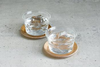 コースターと併せて使えば来客用としても使えます。 中に入れた食材や飲み物が美しく映えるマルチユースなガラスのボウルは、夏場の食卓で活躍してくれること間違いなしです。