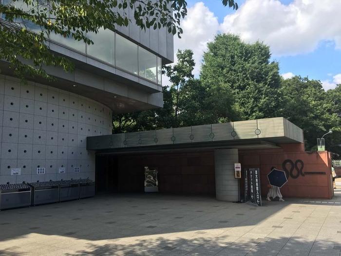 「東京藝術大学大学」の美術学部構内にあるのが、こちらの「東京藝術大学大学美術館」です。 約29,000件という日本有数のコレクションを形成。その内訳は東京美術学校以来のコレクション、歴代卒業生の作品、研究のための資料など、多岐にわたります。