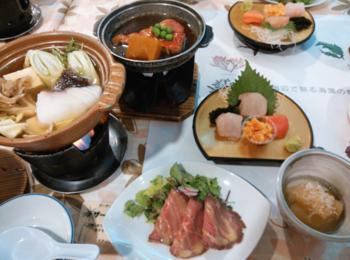 こちらは「ホテル伊豆急」のディナー例。極上の金目鯛が味わえるコースも。 充実したサービスながら格安プランがあるのが人気です。