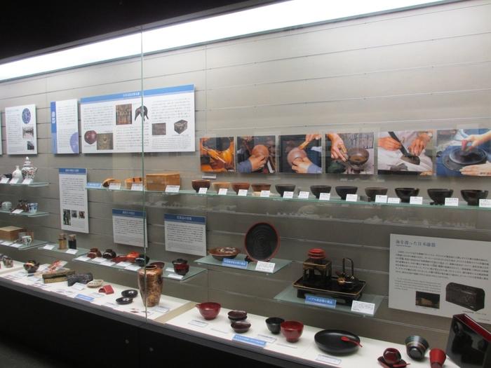 「商品」の部門では、陶磁器、漆器、染色、友禅、木工品など…。古くから受け継がれる職人技によって伝統工芸品ができるまでの工程を紹介するコーナーが設けられています。