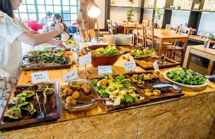 そして一番の魅力はどのランチにも付いている、おばんざいビュッフェ。どれも大原の新鮮な食材でつくられたお料理が中心で、ちょっとづつ全部食べてみたい♪お腹を空かせて訪れたいお店です。