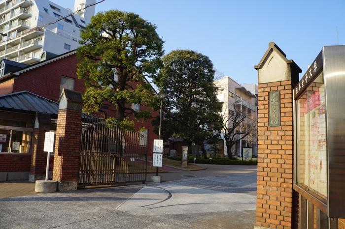 学習院大学と同じく、目白駅が最寄りの「日本女子大学」。