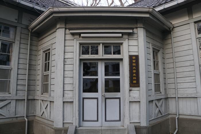 おすすめは、史料館展示室で行われている展覧会。宮中文化に関係する企画が多く、日本ならではの文化の美しさに触れられるのが魅力です。 ちなみに施設は明治42年に図書館として建造された建物の一部で、現在は登録有形文化財に登録されています。歴史的建築もあわせて楽しんでくださいね。
