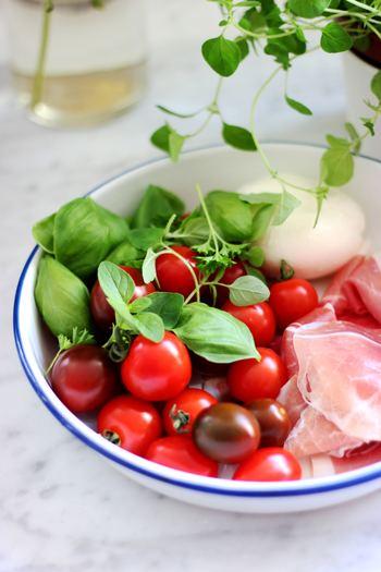 バジルを収穫したら、さっそくお料理に活用しましょう!摘みたてのフレッシュなバジルを使えば、いつものお料理がもっと美味しく感じられるかも♪