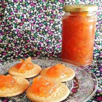 圧力鍋はスイーツはもちろんのこと、ジャム作りの際にも活躍してくれます。こちらはりんごの甘酸っぱさが美味しい「りんごジャム」。りんごの水分と砂糖、レモン汁だけで作れる簡単レシピです。保存も効くので、りんごがたくさん手に入った時にもおすすめです。