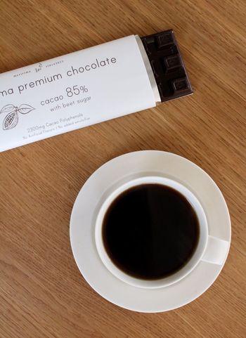 同じくメリママのプレミアムチョコレート。カカオマスとビートグラニュー糖で丁寧に作られたチョコレートは、カカオ85%。カカオの風味がしっかりと感じられるのだそう。 おしゃれなパッケージに気分も上がりますね。