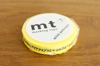 マスキングテープのパイオニアともいえる「mt」とファッションブランド「mina perhonen(ミナ・ペルホネン)」とのコラボレーションによるマスキングテープ。通常のサイズよりも細幅のため、アレンジしやすいのも魅力です。
