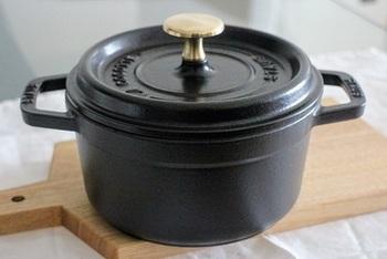 炊飯に特化した「La Cocotte de GOHAN」ではないココットでも美味しいご飯を炊くことができます。 お鍋だと、少ない分量でも美味しく炊けるので一人暮らしの方にもぴったりです。IHコンロでの炊き方もこちらのレシピに紹介されているので参考にしてみてください。