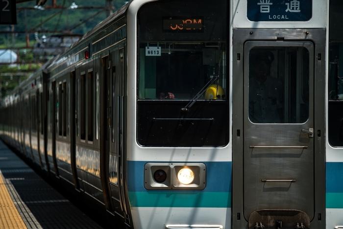 新宿から勝沼ぶどう郷駅までは電車で2時間程度。東京から勝沼ICまでも90分程度で到着します。朝出発すれば、日帰りでワイナリーをいくつかはしごすることも可能。ランチがおいしいワイナリーも多いので、いろいろな楽しみ方ができますよ。勝沼でぜひ訪れてほしいワイナリーをご紹介します。