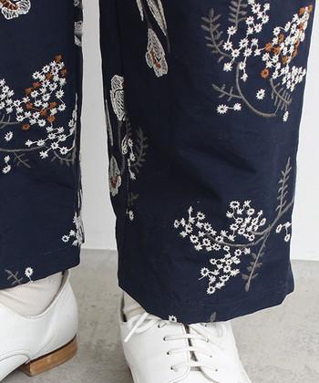 柄パンツはそれ自体に十分な存在感があるので、あとはシンプルなトップスを合わせるだけでOK!テクニック要らずで、スタイリッシュなコーディネートが簡単につくれるんです。  今回は、柄パンツのタイプ別に、季節感溢れるこなれスタイルをご紹介します♪