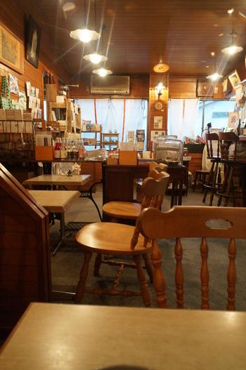 こちらのお店は、奈良で最も古い珈琲店だった「可否茶座アカダマ」が元々あった場所で、その閉店後に新たにお店をオープンさせました。純喫茶だった名残が感じられるレトロで居心地の良い空間です。