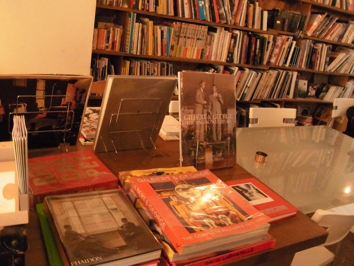 アート本のジャンルは、写真、デザイン、建築など。海外の本屋さんのようなディスプレイもステキ。他ではなかなか手に入らないアート本も販売しているので、ぜひチェックしてみてはいかがでしょうか?
