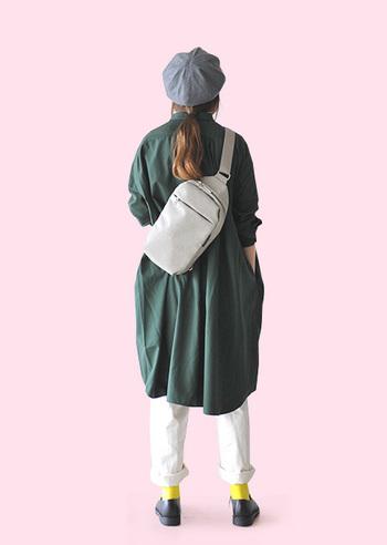 気分転換の仕方というのは、十人十色ではあるけれど、衣服で気分を変えるのは、なかなか有効な手段です。今年のトレンドでもあるビビッドカラーのアイテムは、ファッションをプレイフルに楽しむためにも是非大いに活用したいところ。せっかくなら、トップスやボトムス、ワンピースで大胆に見せるのがおすすめ。カラー初心者はポイントカラーとして小物で取り入れるところから始めてみてもいいですね。