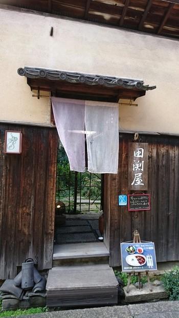 油問屋を営んでいた商家を活用した茶房「田渕屋」。