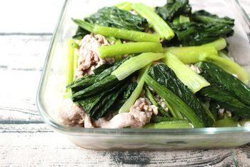 さっぱりとしたものが食べたい時にオススメの豚肉と小松菜のコクうま塩いため。節約食材なのでたっぷり作ってストックできます。