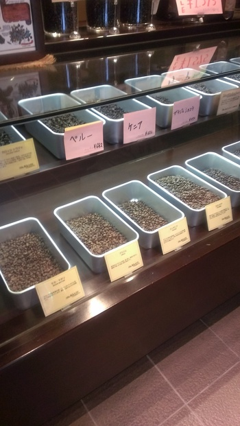 シングルオリジンの豆のほか、ヨーロピアン、カントリー、イタリアン、フレンチといったお店独自のブレンドも数多く販売しています。バラエティ豊かなコーヒー豆と出会えますよ。