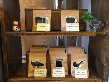 クラフト紙のパッケージが洗練された雰囲気ですね。すみだ珈琲オリジナルのブレンドや世界のコーヒーをコーヒーバッグにしたものです。コーヒーバッグというのは、ティーバッグのようにコーヒーを抽出するというおもしろいアイデアのもの。普通のコーヒー豆も販売されています。