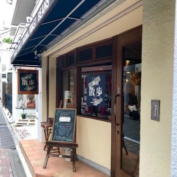 JR吉祥寺駅から徒歩8分ほどの距離にあるこちらのお店。その場で、好みのコーヒー豆を好みの程度で焙煎してくれます。注文してから焙煎終わりまでおおよそ15分ほどです。