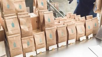 創立以来、焙煎してから48時間以内のコーヒーだけを販売するという誓約を守り続けているこちらのお店。焙煎後、コーヒーがもっとも美味しいピークに達するまでの時間は、それぞれの豆によって異なるそうです。飲み頃を逃さないために、少量ずつ購入するのがいいですね。