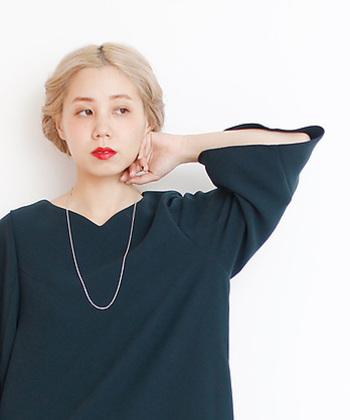 エッジの効いたデザインを、遊び心を忘れない女性に提供するファッションブランド「nitca(ニトカ)」。華奢で繊細なチェーンのネックレスは、シンプルながらも女性らしさを最大限に引き出してくれるアクセサリーです。