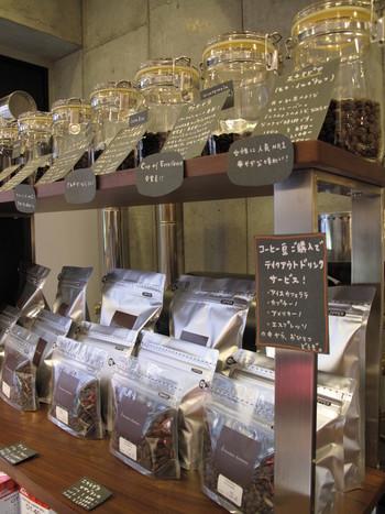 アマメリアならではの味と風味を楽しめる最良の焙煎具合に、虜になってしまう人が後を絶ちません。アメリカスペシャルティコーヒー協会認定の審査員が選りすぐった、世界のコーヒー流通量の5%未満というトップクラスのコーヒー豆を扱う特別なお店です。
