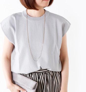 全て職人のハンドメイドによってつくられ、メイドインジャパンにこだわりを持っているアクセサリーブランド「Joli&Micare(ジョリー&ミカーレ)」。さりげなくデザインの違う2つのチェーンを重ねた、ダブルチェーンロングネックレスは、二重にしなくても華やかさをしっかり演出できるアイテムです。