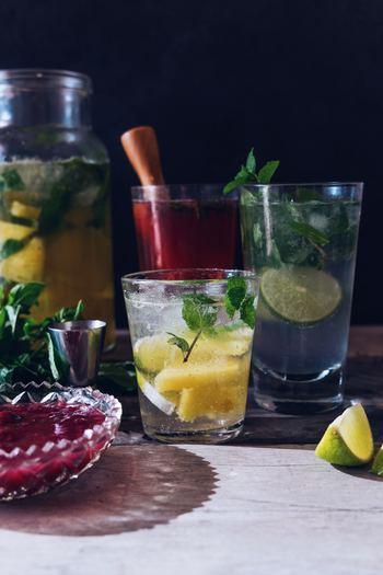 そこで今回は、食卓をおしゃれで涼しげに演出してくれるおすすめのガラスジャグと、夏に飲みたいおすすめの爽やかドリンクのレシピをご紹介します。  素敵なジャグとすっきりドリンクで、夏の食卓を涼しげに演出しましょう。