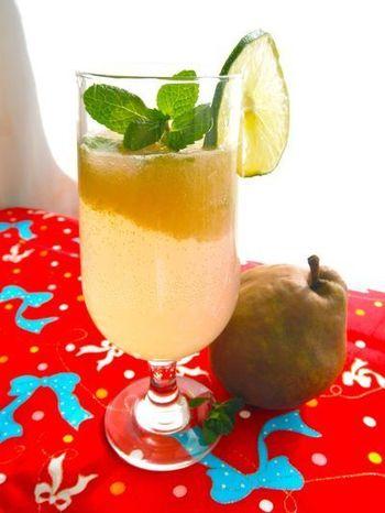 洋梨とライムの組み合わせが程よい甘さと酸味、苦みが感じられ大人が喜びそうなカクテルのようなスカッシュに。