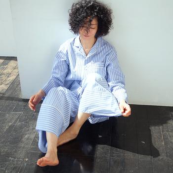 一日の終わり眠るとき、どんな服を着ていますか?スウェットやちょっとヨレてしまった服・・・そんな人も多いのでは?でも眠ることは充実した一日を過ごすための大切な時間。こだわったパジャマを着て、身も心もリラックスして眠りにつきたいですよね。