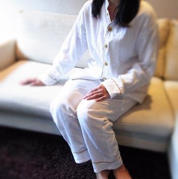 白を切ると爽やかな気分になれそう。夫婦で色違いで着ても良いですね。