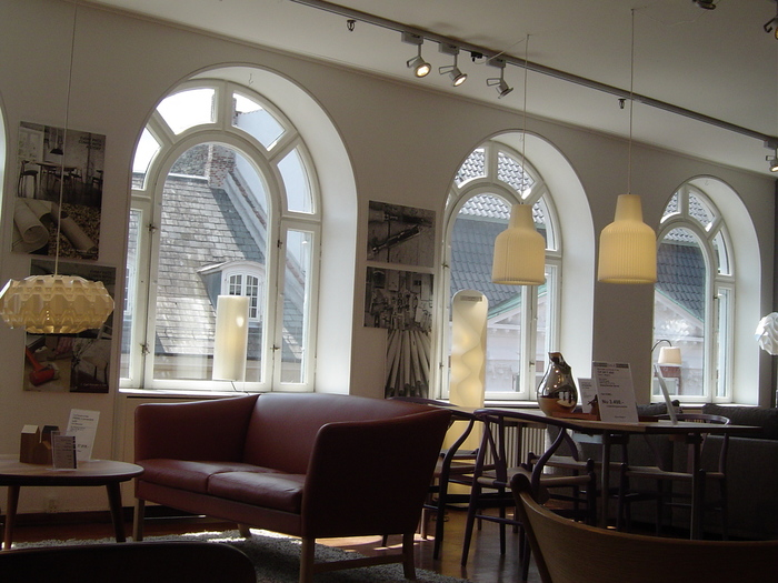 1908年創業のデンマークを代表する家具ブランド。北欧のみならず、世界中に影響を与えた、伝説的なブランドです。最上級の機能性と美しさをもつ家具は、今なお世界中から愛され続けています。