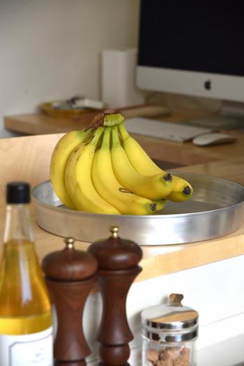 バナナを美味しく食べるなら、保存の方法も知っておきましょう。熟す前のバナナは常温での保存が鉄則ですよ。冷蔵庫での保存は低温障害となり、食べごろになる前に痛んでしまいます。15度位の環境でバナナを追熟させると、甘みがましますので美味しく食べれますよ♪