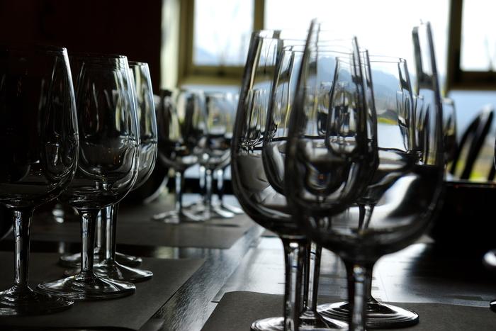 日本固有の甲州ブドウの産地である山梨県。この甲州ブドウを使った日本ならではのワインが「甲州ワイン」です。そのため、山梨県内は甲州ブドウの畑とともに、ワイナリーがたくさんあるのです。