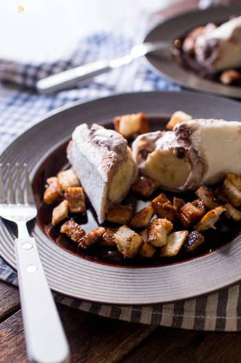生クリームとバナナに食パンを巻くだけの簡単なレシピ。あとは冷やすだけで美味しくできちゃうスイーツです。ビターチョコをトッピングすれば、おもてなしスイーツにもなりますよ。
