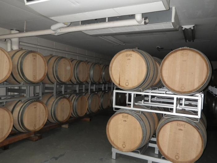こちらのワイナリーは見学も可能。事前予約不要で、仕込みから瓶詰めまでワイン造りの様子をしっかり見ることができます。