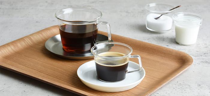 シンプルで持ちやすく、美しいデザインが魅力のCASTのコーヒーカップ。本を読んだりテレビを見たり、暮らしの中の自然な動作を妨げないプロポーションをイメージしています。