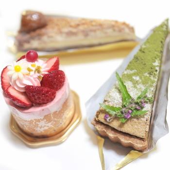たくさんの種類があるケーキは見た目にもこだわっています。丁寧に作られているので、切ったときの断面もきれいだと評判。
